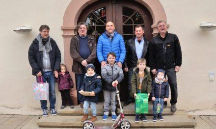"""<span class=""""entry-title-primary"""">8-jähriger aus Nierstein ist der Gewinner des Luftballonwettbewerbs</span> <span class=""""entry-subtitle"""">Nackenheimer Weinfest hatte guten Zulauf auch für Kids</span>"""