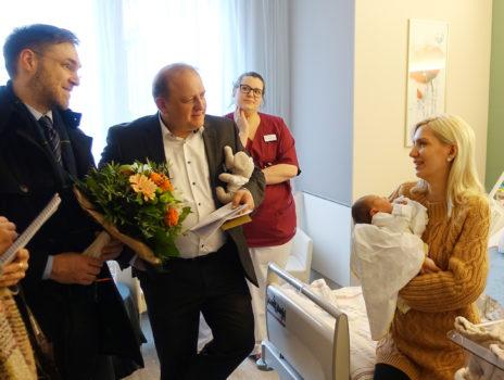 Neujahrsbaby 2020 im GPR Klinikum begrüßt