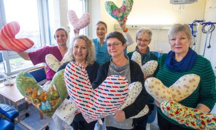 Nähtreff aus Groß-Gerau spendet seit 2015 über 600 Herzkissen für Brustkrebspatientinnen