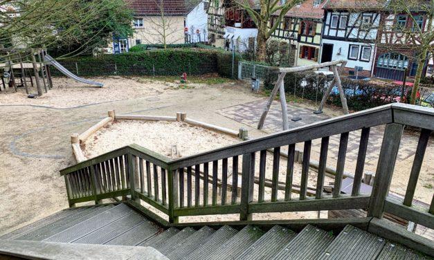 Spielplatz Langgasse: Wiedereröffnung nach behobenem Dachschaden