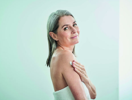 Die Haut in den Wechseljahren stärken