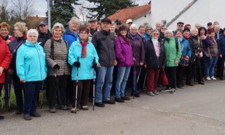 """Eintracht-Wanderer auf dem """"Ebbelwoipäädsche"""""""