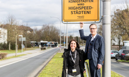 """<span class=""""entry-title-primary"""">Schnelles Internet für Königstädten</span> <span class=""""entry-subtitle"""">Die Rüsselsheimer Stadtwerke erweitern ihr Glasfasernetz um zehn Kilometer</span>"""