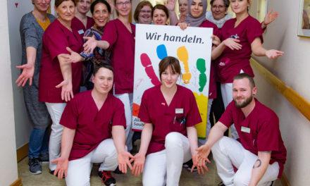 """Weitere 15 Mitarbeiterinnen und Mitarbeiter zu """"hygienebeauftragten Pflegekräften"""" ausgebildet"""