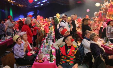 """<span class=""""entry-title-primary"""">Kreppelkaffee der Gemeinde ein Erfolg</span> <span class=""""entry-subtitle"""">650 Senioren feierten ausgelassen und spendeten 3.350 Euro für die Hospizvereine</span>"""