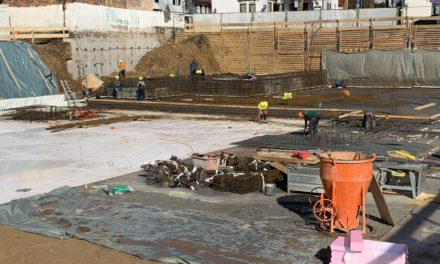 Neue Stadtbücherei: Betonieren der Bodenplatte beginnt