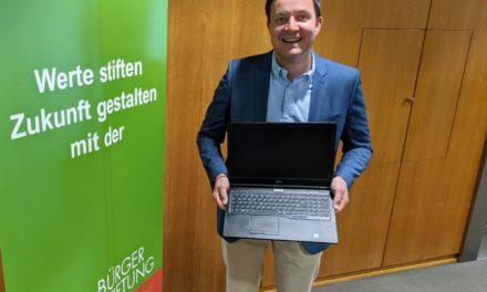 Bürgerstiftung: 10.000 Euro Spende für Laptops für Hofheimer Schüler