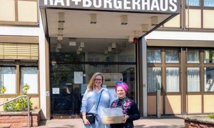 Kriftelerin spendet 85 Masken für Flüchtlinge und Obdachlose