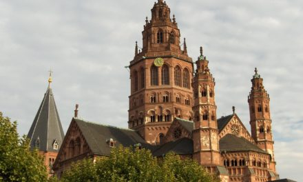 """<span class=""""entry-title-primary"""">""""Gefahrenstufe Rot""""</span> <span class=""""entry-subtitle"""">Weitere Einschränkungen in Mainz</span>"""