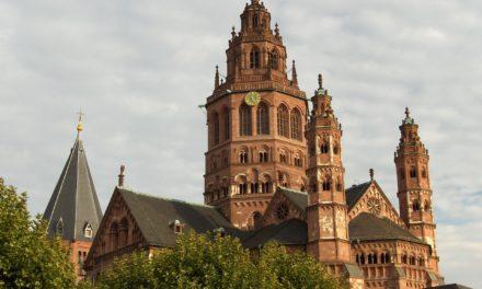 """<span class=""""entry-title-primary"""">Mainz hilft sofort</span> <span class=""""entry-subtitle"""">Unterstützung für die Wirtschaft, das Ehrenamt, die Familien, die Kultur und den Zusammenhalt in unserer Stadt</span>"""