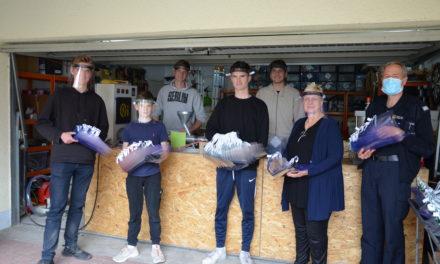 Landkreis erwirbt 500 Visiere aus Kunststoff bei Oppenheimer Schülerfirma