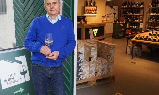 """<span class=""""entry-title-primary"""">Der Weinschmitt hat wieder geöffnet</span> <span class=""""entry-subtitle"""">Hans Peter Schmitt freut sich, die Kunden persönlich beraten zu können</span>"""