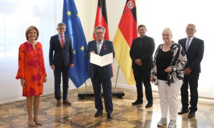 Peter Eugen Eckes erhält Verdienstkreuz