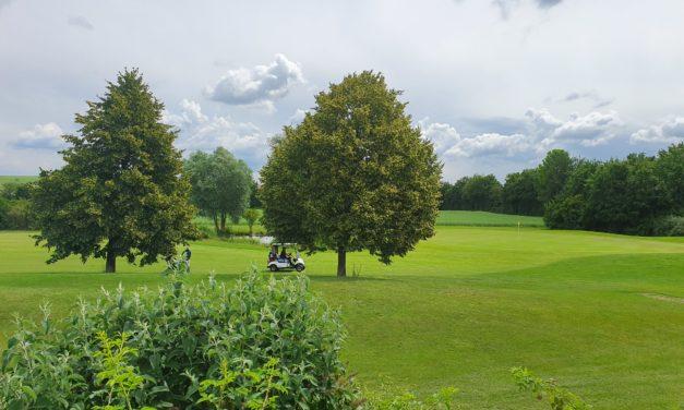 """<span class=""""entry-title-primary"""">Urlaubsfeeling in Mommenheim</span> <span class=""""entry-subtitle"""">Entspannen von der Corona-Krise auf der Golfanlage Domtal</span>"""