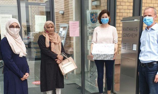 Frauen der Ahmadiyya-Gemeinde nähen Alltagsmasken: Spende an Stadtverwaltung