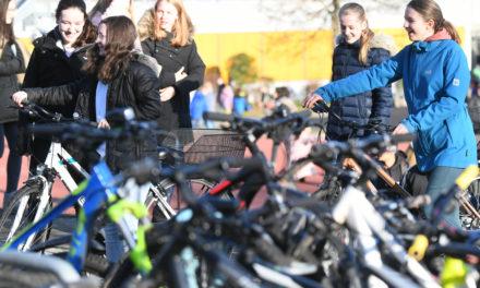 """<span class=""""entry-title-primary"""">Zwei Millionen Kilometer im Blick</span> <span class=""""entry-subtitle"""">Fahrradfahrer im Main-Taunus-Kreis beteiligen sich an landesweiter Aktion """"Schulradeln"""" </span>"""