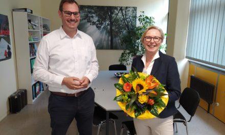 """<span class=""""entry-title-primary"""">Weingartenschule Kriftel (WGS)</span> <span class=""""entry-subtitle"""">Bürgermeister Seitz beglückwünscht Elke Wetterau-Bein zum Amt der Direktorin</span>"""