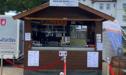 """<span class=""""entry-title-primary"""">Weine der Niersteiner Winzer direkt am Rhein und mit traumhaftem Ausblick probieren und genießen</span> <span class=""""entry-subtitle"""">Neuer Weinprobierstand """"Wein am Rhein"""" seit dem 3. Juli in Nierstein</span>"""