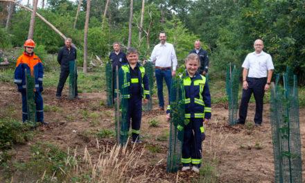 Wasser marsch für Baumpflanzung der Bauscheimer Kinderfeuerwehr