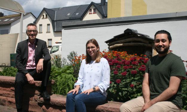 """<span class=""""entry-title-primary"""">Zwei Azubis wurden ins Rathaus-Team übernommen</span> <span class=""""entry-subtitle"""">Freude über gute Abschlüsse</span>"""