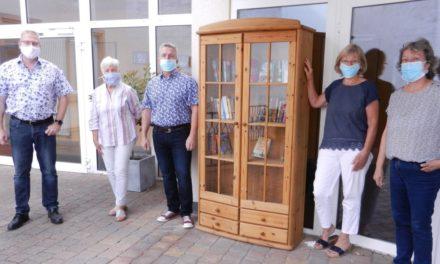 """Dalheim: """"Offener Bücherschrank"""" auf dem Rathausgelände"""
