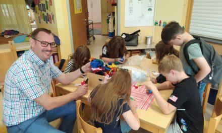 "<span class=""entry-title-primary"">Kita Lichtblick</span> <span class=""entry-subtitle"">Über 100 Kinder genießen das Sommerferienprogramm</span>"