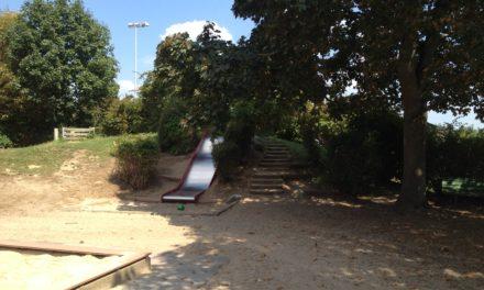 Spielplatz-Sanierung in Rüsselsheim: Kita Zamenhof bekommt neuen Spielhügel