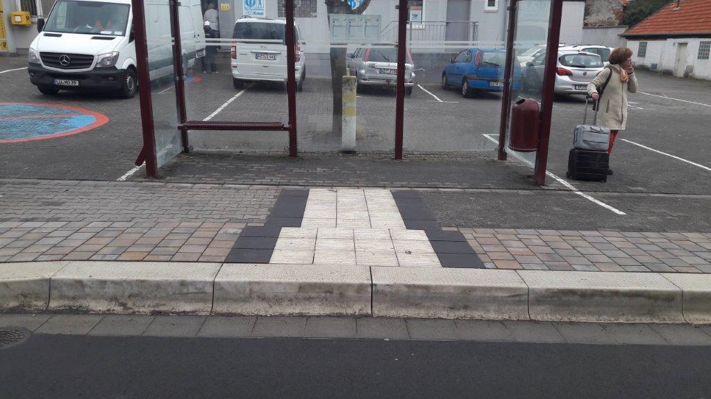 Barrierefreie Bushaltestelle