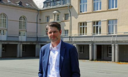 """<span class=""""entry-title-primary"""">Neuer Bildungsreferent der Stadt Rüsselsheim</span> <span class=""""entry-subtitle"""">""""Das Grundverständnis von Schule hat sich gewandelt""""</span>"""