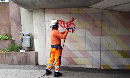 Stadt lässt Graffitis in der Sophien-Passage entfernen