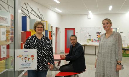 """<span class=""""entry-title-primary"""">Schülerinnen und Schüler werden fit gemacht in Sachen Medienkompetenz</span> <span class=""""entry-subtitle"""">SWR MEDIENTRIXX-Plakette für Grundschule in Mainz-Weisenau</span>"""