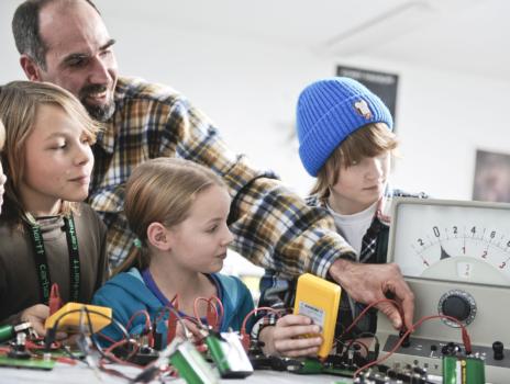 Stiftung Jugend forscht e. V. und Corona School e. V. starten neues Online-Angebot
