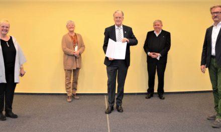 """<span class=""""entry-title-primary"""">Landrätin Dorothea Schäfer überreicht Landesehrennadeln</span> <span class=""""entry-subtitle"""">Zwei der Geehrten sind aus Bodenheim</span>"""