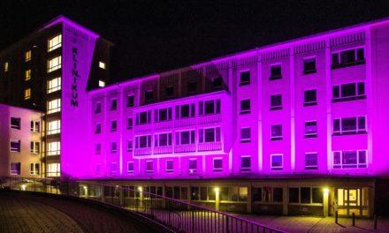 """<span class=""""entry-title-primary"""">GPR Klinikum und FIPS beteiligen sich an """"Purple for preemies""""</span> <span class=""""entry-subtitle"""">GPR Klinikum wird anlässlich des Weltfrühgeborenen-Tages am  17. November in leuchtendem Lila erstrahlen</span>"""