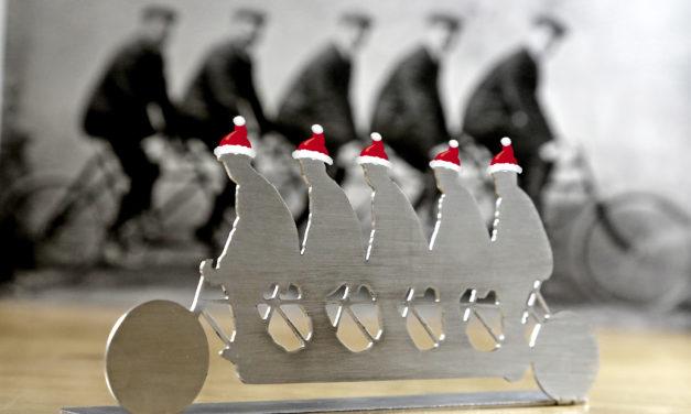 """<span class=""""entry-title-primary"""">Opel-Brüder grüßen zu Weihnachten</span> <span class=""""entry-subtitle"""">Hochwertige Edelstahl-Skulptur bietet sich als Geschenkidee an</span>"""
