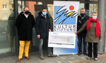 """<span class=""""entry-title-primary"""">Kanzlei Wedel und Schmelzer übergibt Spendenscheck</span> <span class=""""entry-subtitle"""">Kultur-Stiftung erhält 1500 Euro zur Förderung von Projekten und Künstlern</span>"""