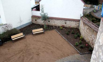 Neugestaltung der Freifläche rund um den Mainturm