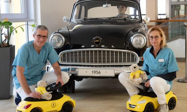 Opel spendet Spielzeug für Kinderklinik des GPR Klinikums
