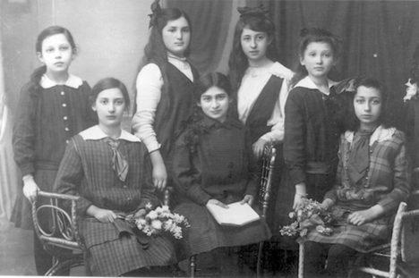 """<span class=""""entry-title-primary"""">""""Frauenleben in Magenza""""</span> <span class=""""entry-subtitle"""">Neuaufgelegte Broschüre des Frauenbüros bietet Einblicke in das Leben und die Schicksale jüdischer Frauen und Mädchen in Mainz</span>"""