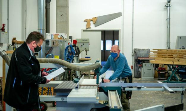 Sie verstehen ihr Handwerk: Das Team Werkstatt der Gebäudewirtschaft