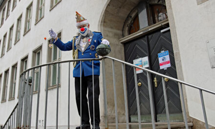 RCV übergibt den Narrenorden ins Rathaus