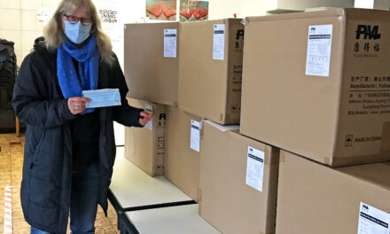 """<span class=""""entry-title-primary"""">40.000 Masken für Tafel-Kunden</span> <span class=""""entry-subtitle"""">Kreis verteilt Schutzmasken an Bedürftige – Sonderaktion des Landes Hessen</span>"""