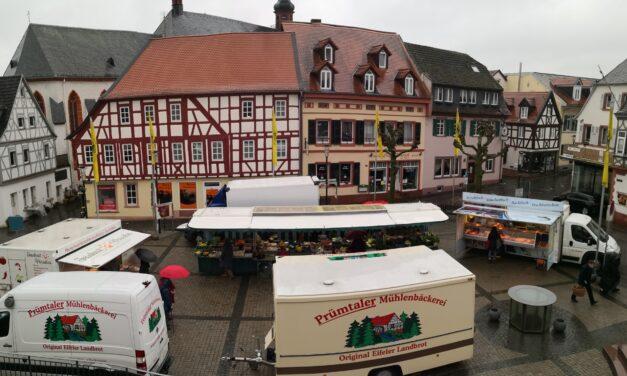 """<span class=""""entry-title-primary"""">Starkes Comeback: Der Oppenheimer Wochenmarkt</span> <span class=""""entry-subtitle"""">Stadt will """"Frische-Tankstelle"""" wiederbeleben</span>"""