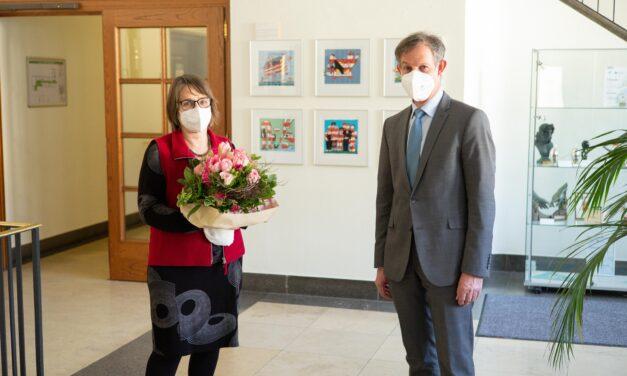 """""""Das Gedächtnis der Stadt"""": Stadtarchivarin Gudrun Senska in Ruhestand verabschiedet"""
