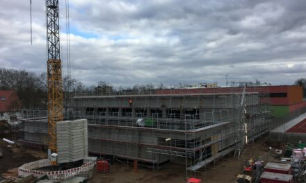 Bauarbeiten für neue Sporthalle