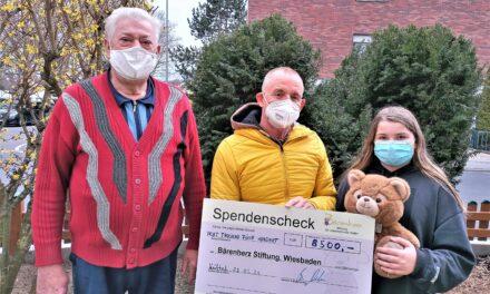 """<span class=""""entry-title-primary"""">Krifteler Weihnachtshaus</span> <span class=""""entry-subtitle"""">Überwältigender Spendenrekord von über 8.500 Euro für die Stiftung Bärenherz</span>"""