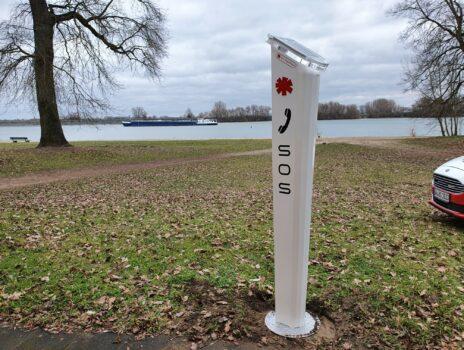Notrufsäule: mehr Sicherheit am und im Rhein