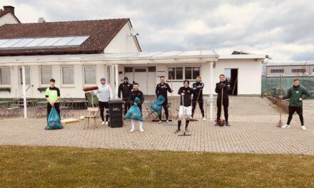 1. Mannschaft des TSV Zornheim beim Dreck-Weg-Tag aktiv