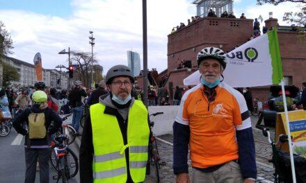 """<span class=""""entry-title-primary"""">Mobilitätswende JETZT!: Erfreulich friedliche Rad-Demo in Frankfurt</span> <span class=""""entry-subtitle"""">Mehr als 3.500 Teilnehmer/innen</span>"""