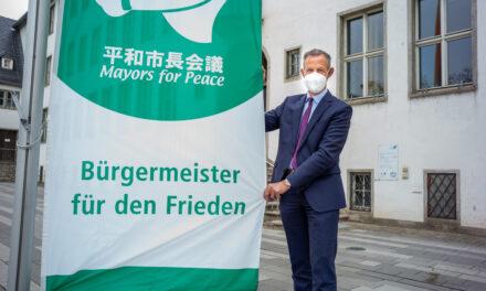 Rüsselsheim setzt Symbol für den Frieden